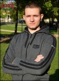 PuZ22 - HARCOS kapucnis cipzáras pulóver