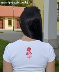 PoN23 - Női rövid ujjú top-hímzett